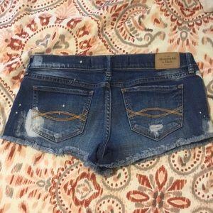 💓Super Cute Abercrombie & Fitch Jean Shorts Sz 2